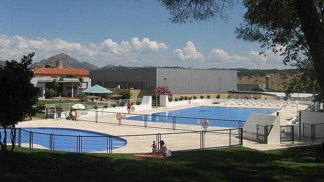 La piscina municipal de navas del rey for Piscina municipal alicante