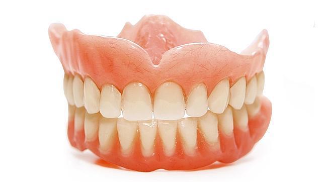 Clubes de alterne, dentaduras postizas y ojos: los anuncios más estrambóticos