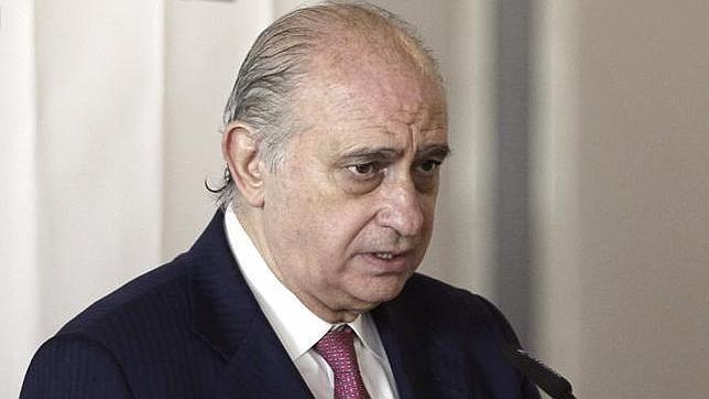 El ministro del interior medalla de la polic a municipal for El ministro de interior