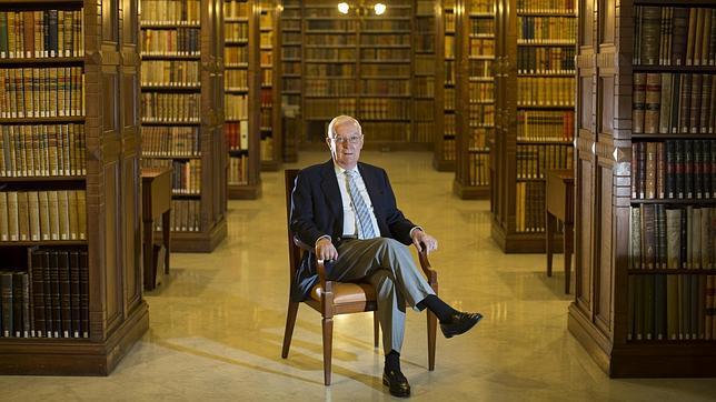 García de la Concha desvela la historia secreta de la Real Academia Española