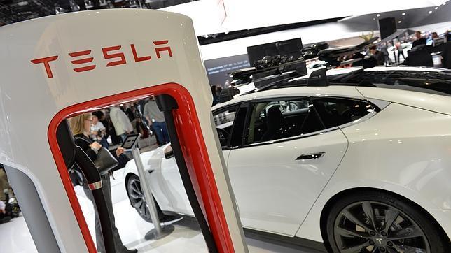EN la imagen un modelo Tesla P85+