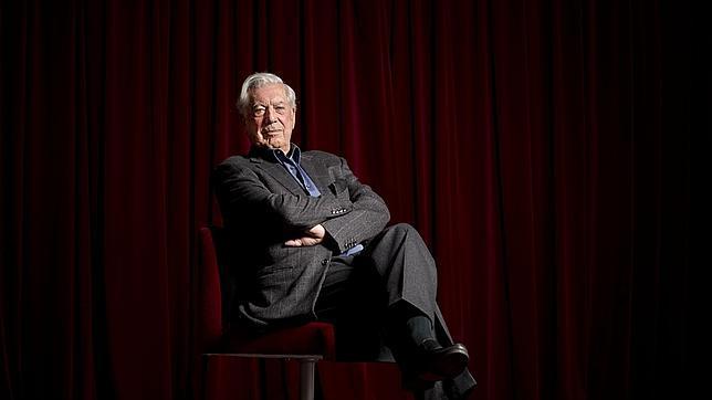 Vargas Llosa vuelve a subirse al escenario en el Teatro Español