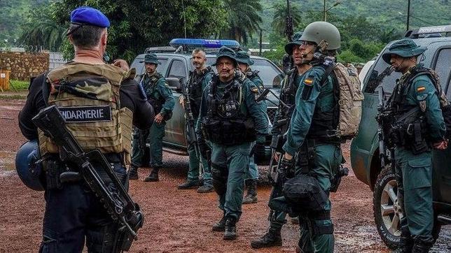 Morenés visita a las tropas en la República Centroafricana, la última misión española