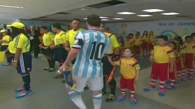 La decepción de un niño al no estrechar la mano de Messi