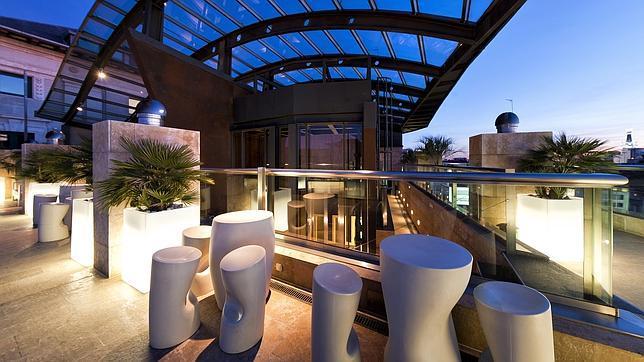 Terraza del hotel urban en la carrera de san jernimo for Hoteles de superlujo en espana