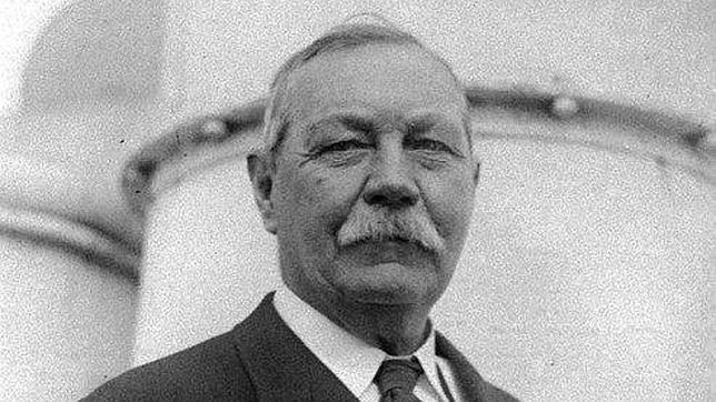 El escritor Arthur Conan Doyle, creador de Sherlock Holmes
