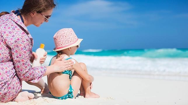 Los errores que cometemos al proteger a nuestros hijos del sol