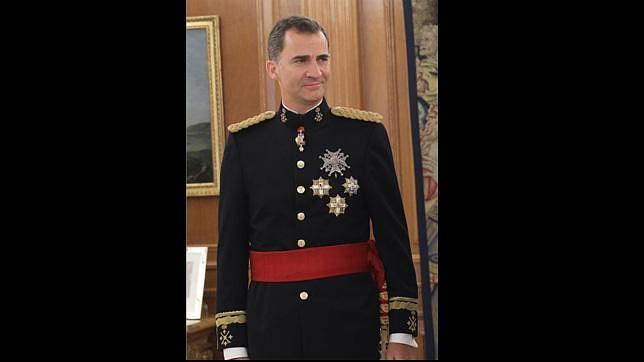 Don Felipe es proclamado Rey con el uniforme de gala del Ejército de Tierra 75559463991