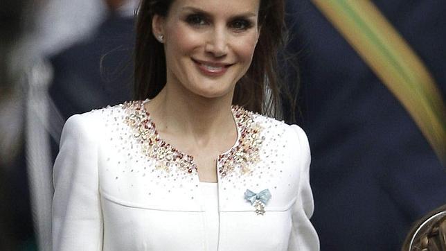 proclamación de Felipe VI - El lazo de la Orden de Carlos III, la más alta distinción honorífica en España