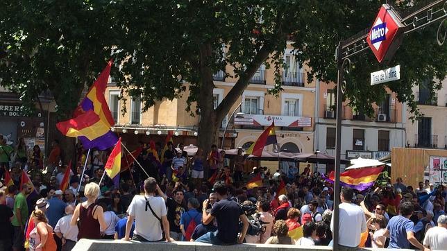Unos 300 manifestantes republicanos burlan la prohibici n for Casa granada tirso de molina
