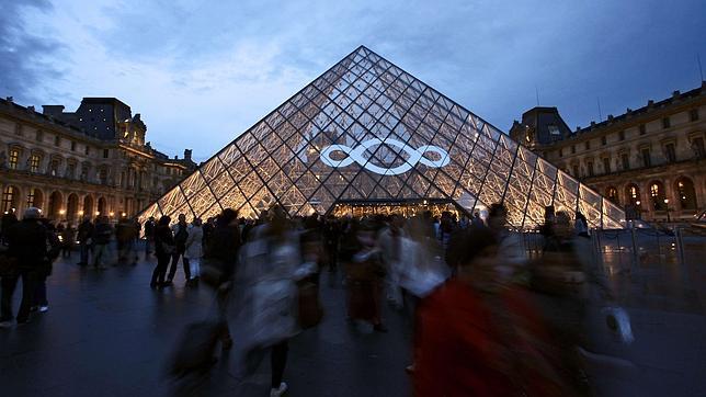La pirámide del Louvre, el museo más visitado del mundo