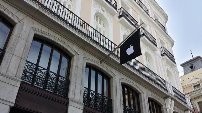 La tienda de Apple de la Puerta de Sol, lista para su apertura este sábado