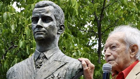Navaescurial tiene ya su busto en honor al Rey Felipe VI