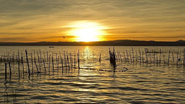 Imagen de una puesta de sol en la Albufera