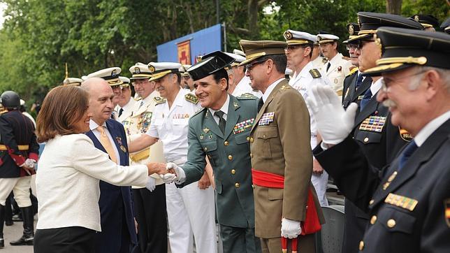 El ministro jorge fern ndez y las uip premios de la for Nombre del ministro de interior y policia
