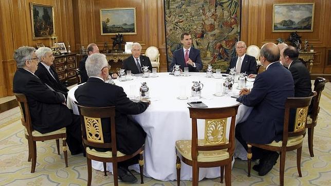 Don Felipe, en la reunión dentro de Zarzuela