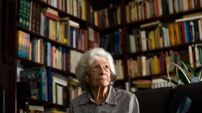 ana María Matute en su casa de Barcelona en 2011