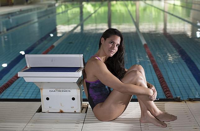 Merche Peris posa en la piscina del Consejo Superior de Deportes