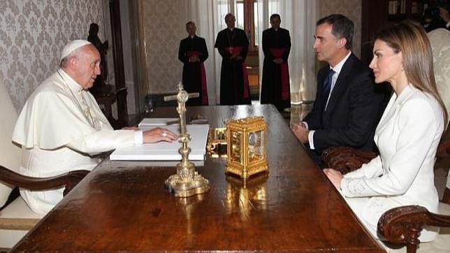 Felipe VI se despide del Papa Francisco  «con la esperanza de verle en España»
