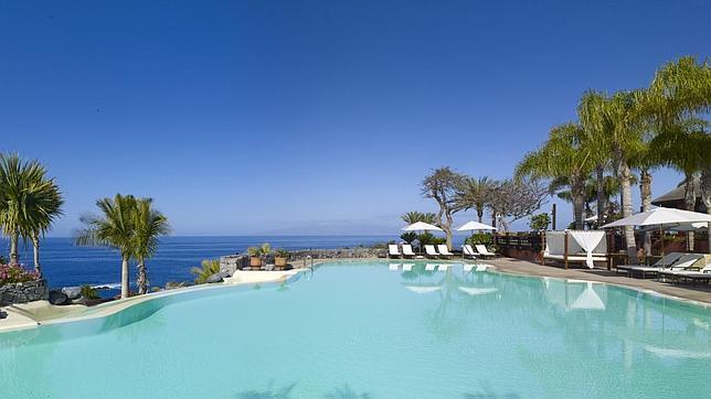 As es el lujoso refugio de pen lope cruz en tenerife for Isla leon piscina