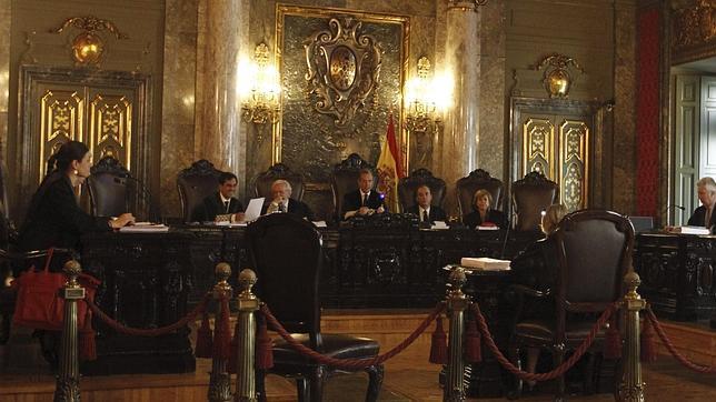 El Tribunal Supremo durante la vista celebrada para revisar la condena al presidente de la Diputación valenciana, Carlos Fabra