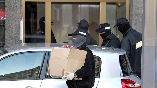 Dos detenidos por el cobro ilegal de ayudas sociales de un yihadista muerto