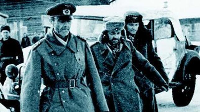 Von Paulus y otros oficiales alemanes, después de la rendición.