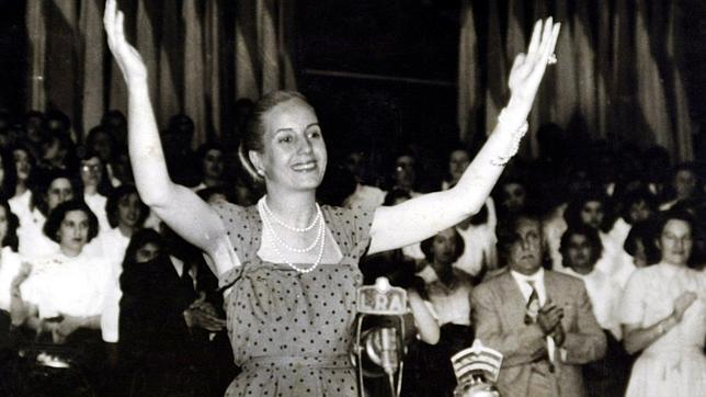 Evita Perón, la líder de los descamisados que solo vestía de Christian Dior