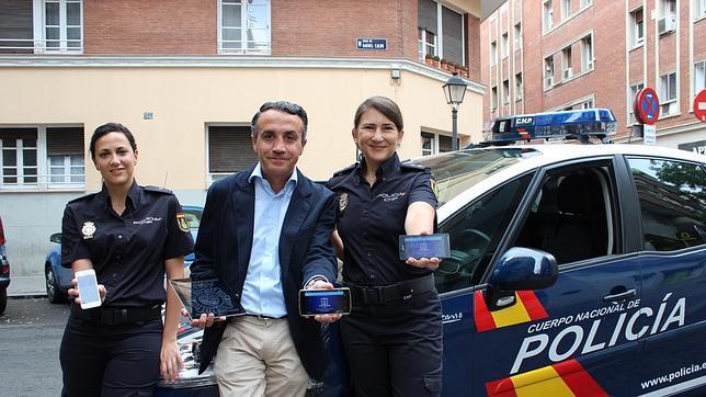 Carlos Fernández Guerra, junto a dos miembros de su equipo