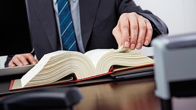 El Gobierno reducirá la colegiación obligatoria de 80 a 38 profesiones