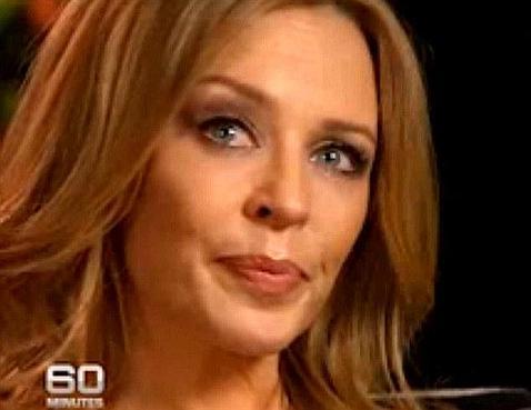 Kylie Minogue llora durante una entrevista