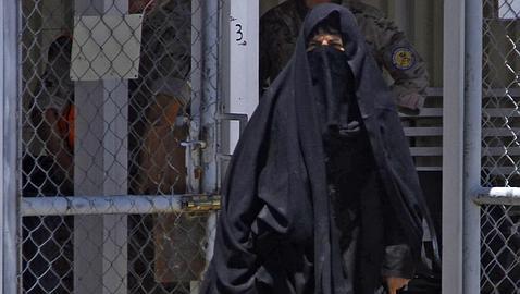 Trasladan a España a una mujer afgana a la que cortaron labios, nariz y orejas