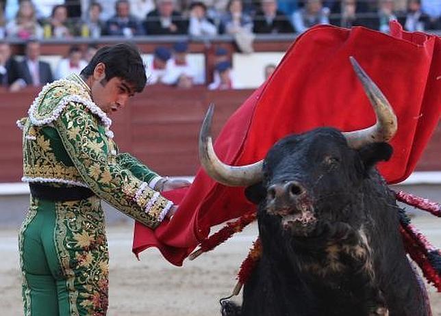 Perera cuaja una tarde solo al alcance de los grandes en San Fermín