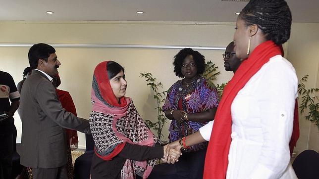 Malala Yousafzai con representantes de la campaña #BringBackOurGirls para la liberación de las niñas secuestradas en Nigeria