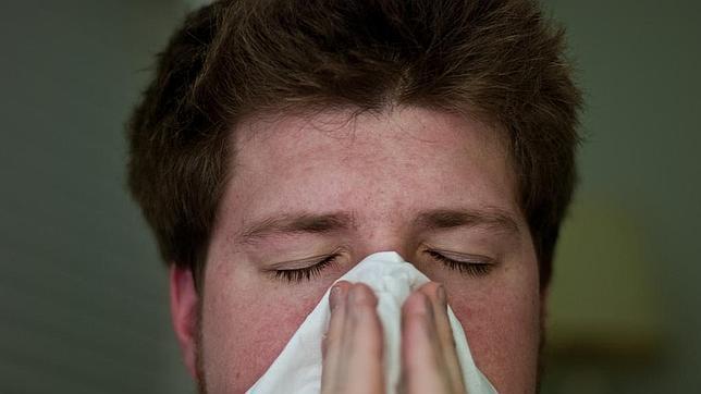 El único remedio para el resfriado es sonarse los mocos y combatir los demás síntomas. Los antibióticos mejor «no olerlos»