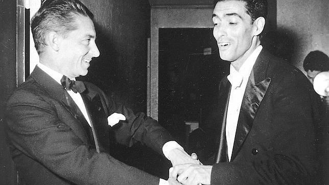 El director austriaco saludando al director de orquesta Ataúlfo Argenta, considerado el Karajan español, en una imagen de 1950