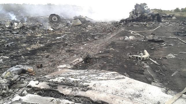 Kiev acusa a los prorrusos del derribo de un avión malasio con 298 personas en Ucrania