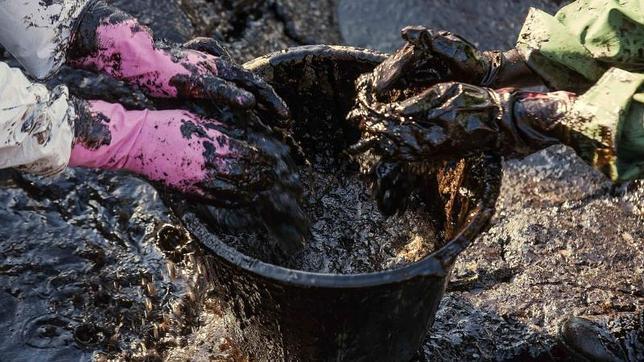 Un vertido de petróleo en la playa de El Cabrón afecta a más de un kilómetro del litoral sureste de Gran Canaria