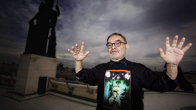 Fernando Arrabal en la terraza del Círculo de Bellas Artes (Madrid)