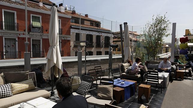 Una terraza abierta para tomarse una copa en el corazón de Chueca