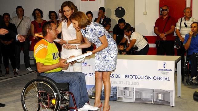 Cospedal entrega 38 viviendas de protecci n oficial en toledo - Casas de proteccion oficial ...