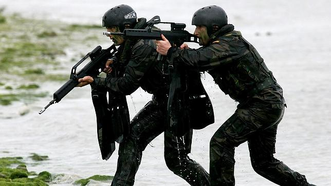 Resultado de imagen de militares agua