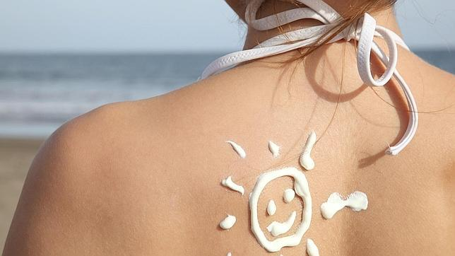 La vitamina D se sintetiza en la piel por la acción de los rayos ultravioleta del sol