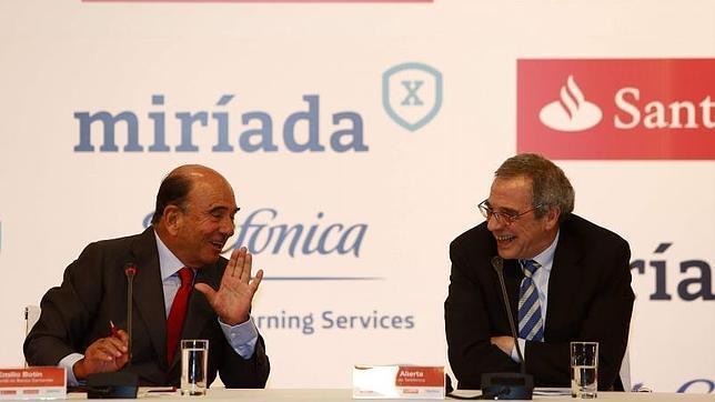 El presidente del banco Santander, Emilio Botín (i), y de Telefónica, César Alierta, en Río de Janeiro, donde presentaron MiríadaX.