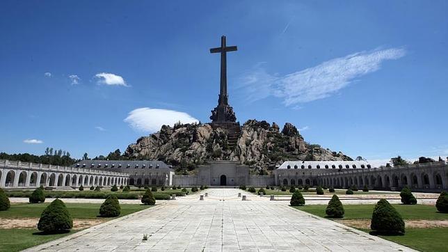 Para el PSOE, el mausoleo es «contrario a la cultura de la convivencia y la paz»