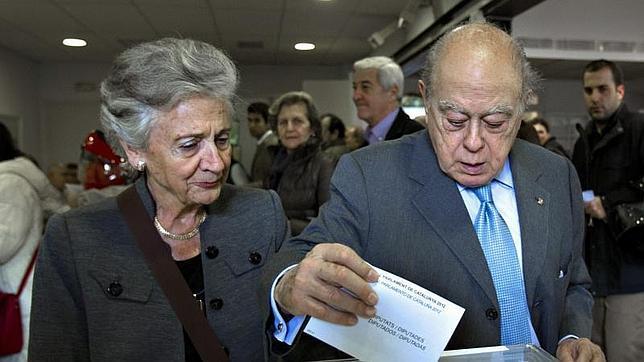 La juez admite a trámite la denuncia de Manos Limpias contra Jordi Pujol y su esposa