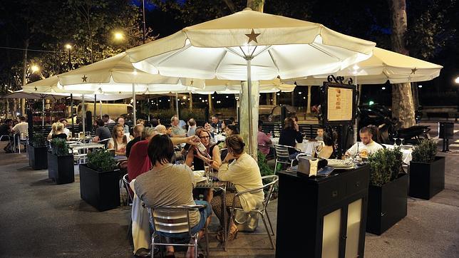 El restaurante está situado ante el parque de la Ciudadela de Barcelona