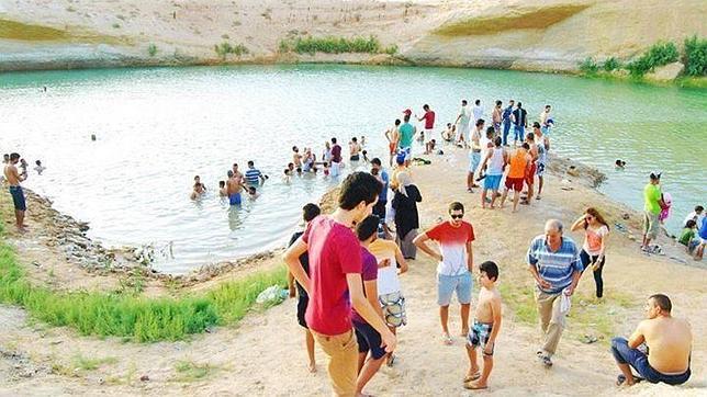 Aparece de forma misteriosa un lago en medio de un desierto en Túnez