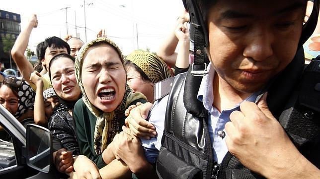 China cifra en casi cien los muertos por la última revuelta uigur en Xinjiang