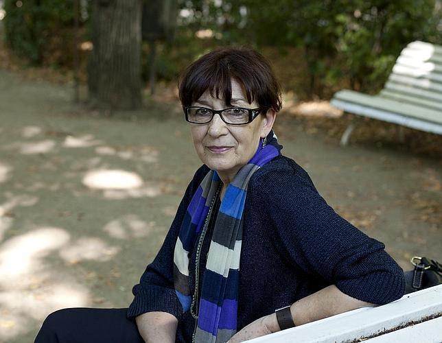 La poeta Olvido García Valdés, autora de libros como «Lo solo del animal», en el Jardín Botánico de Madrid.